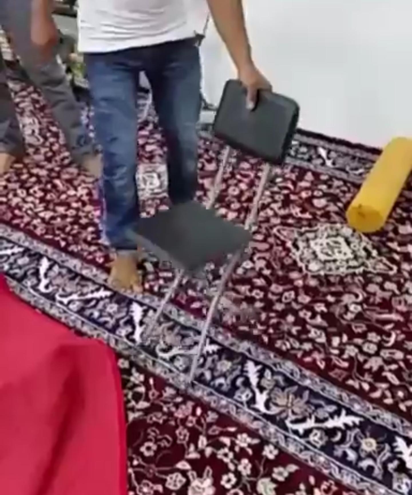 فيديو ? عامل يختتم حياته بالمسجد  اللهم حسن الخاتمة