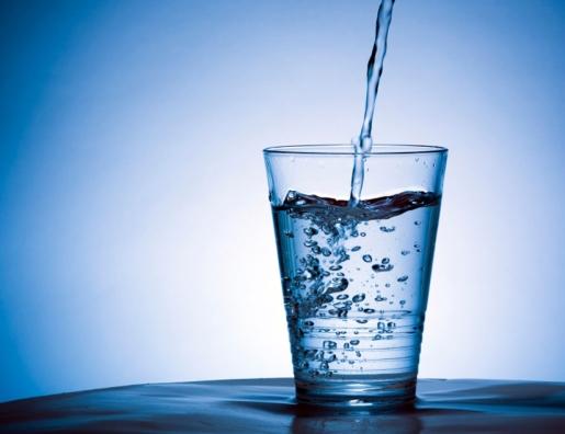 حكم شرب الماء وقت أذان الفجر في رمضان