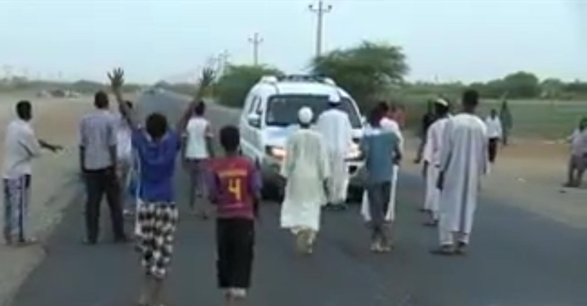 بشهر رمضان قطاع الطريق في السودان لكن من نوع اخر
