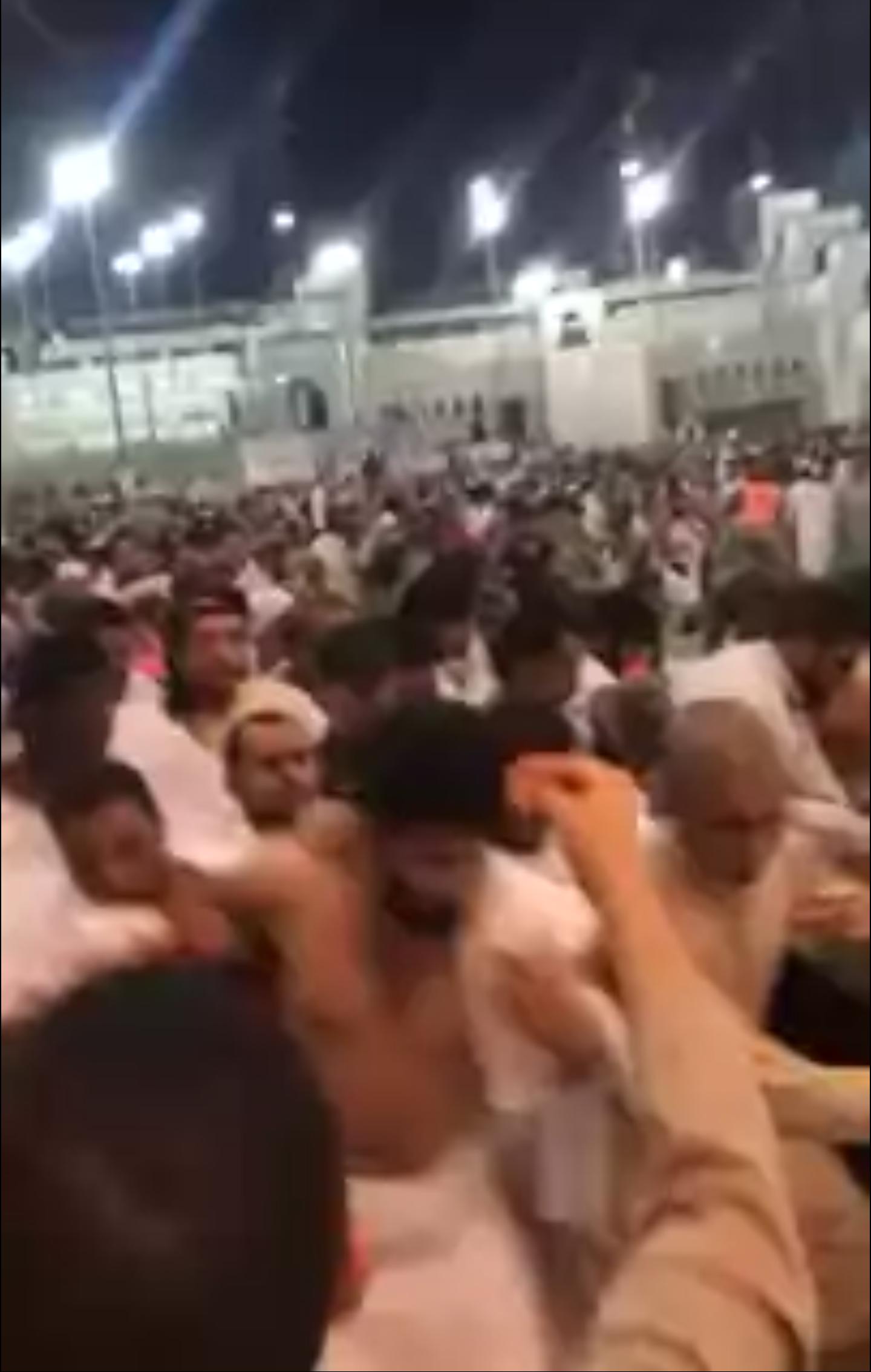 فيديو تدافع المعتمرين ليلة 27 رمضان