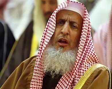 مفتي عام المملكة لايجزيء إخراج زكاة  الفطر نقدا
