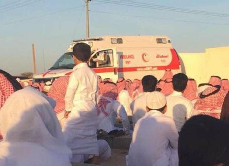 صورة خطبة العيد بمكبر سيارة الإسعاف ؟؟!!