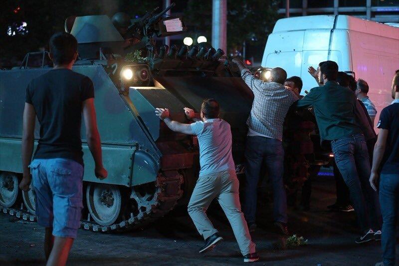 بالفيديو والصور مكالمة سكايب من اردوغان وراء #فشل_الانقلاب  وقفة شعب تاريخية لن ينساها العالم #انقلاب_عسكري_في_تركيا