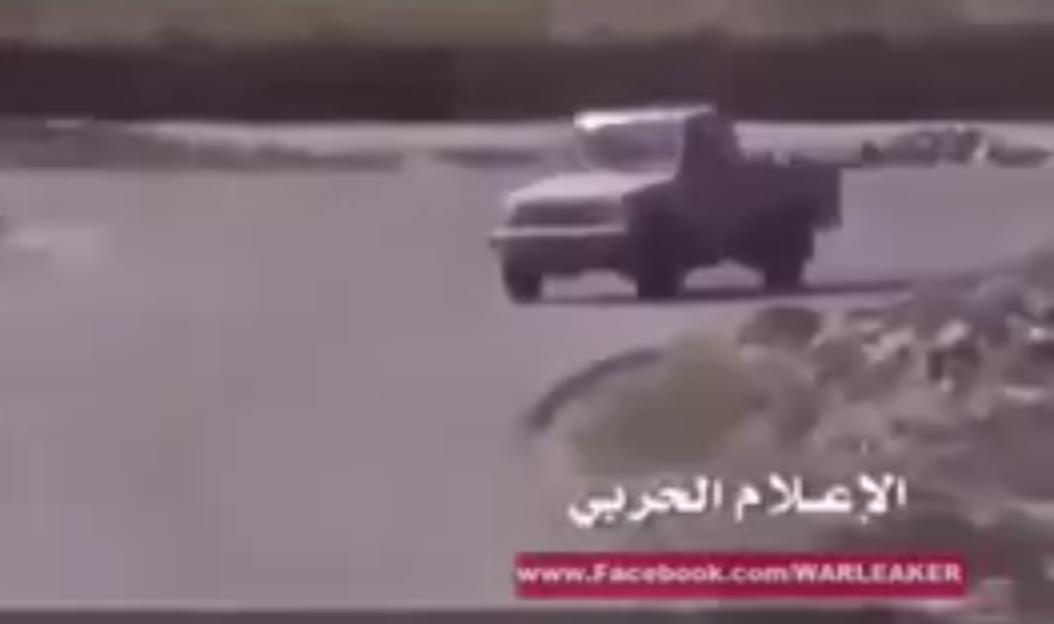 بالفيديو بطولة جندي سعودي يتصدى وجها لوجه مع الحوثيين
