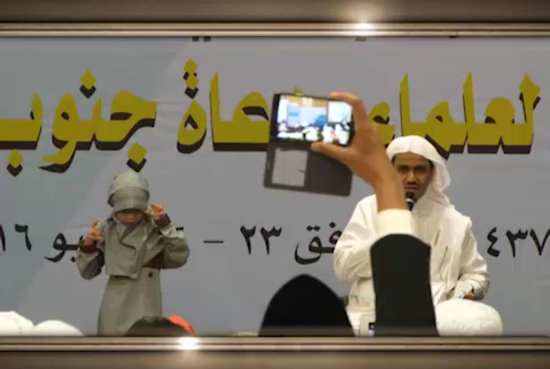 جائزة  غير متوقعة لأطفال يحفظون القرآن شاهد ردة فعلهم بعد سماعهم الجائزة
