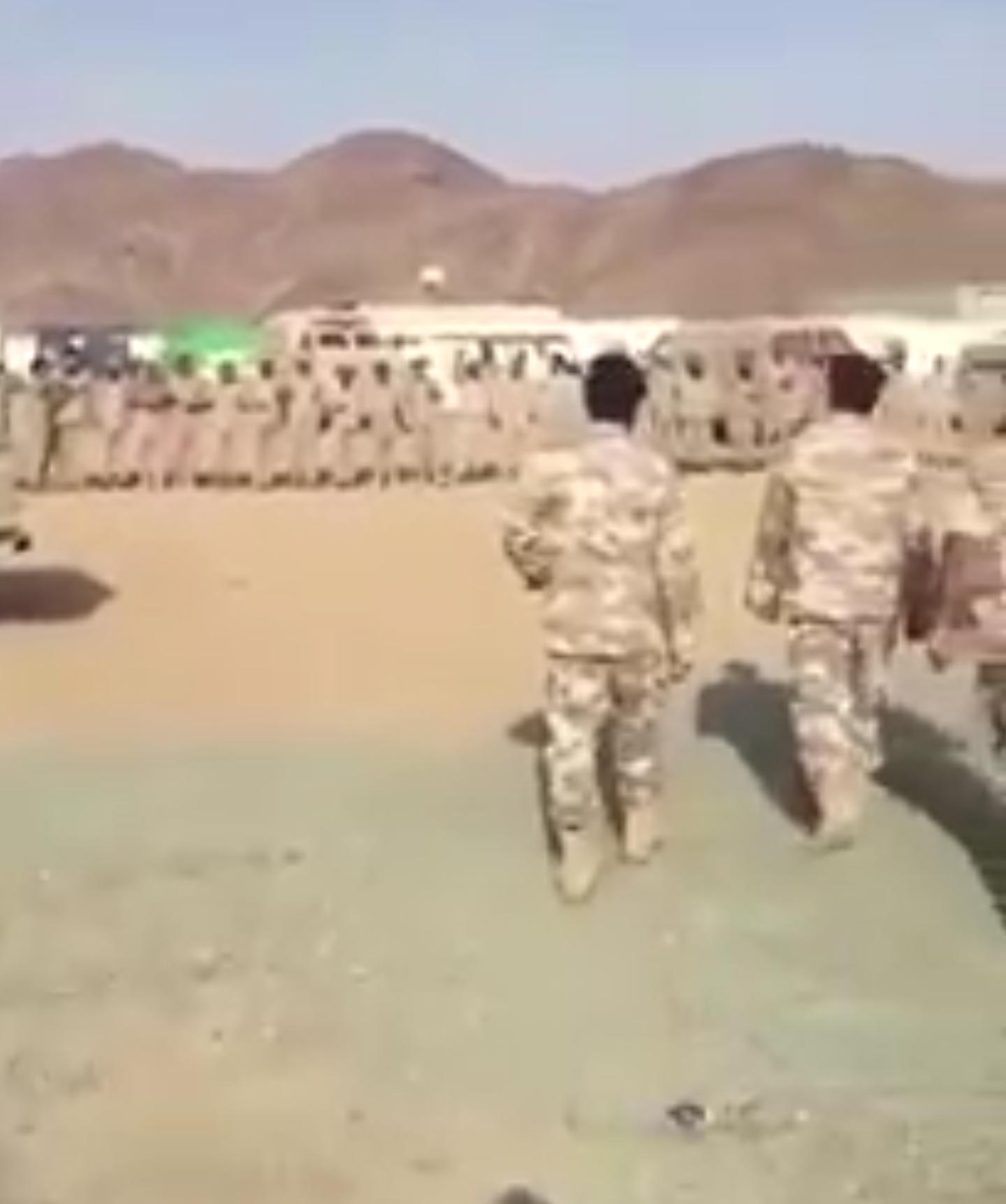 فيديو معايدة الجيش السعودي للجيش القطري على الحد الجنوبي على طريقتهم