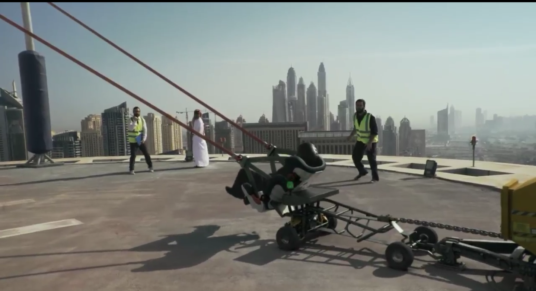 #كريم تخدع الجميع .. كشف حقيقة مقطع فيديو إقلاع شخص بالهواء في دبي
