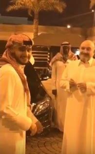 بالفيديو.. لحظة وداع خالد بن طلال ابنه المتجه للحد الجنوبي.. ومغردون يشيدون بمشاركة الأمير