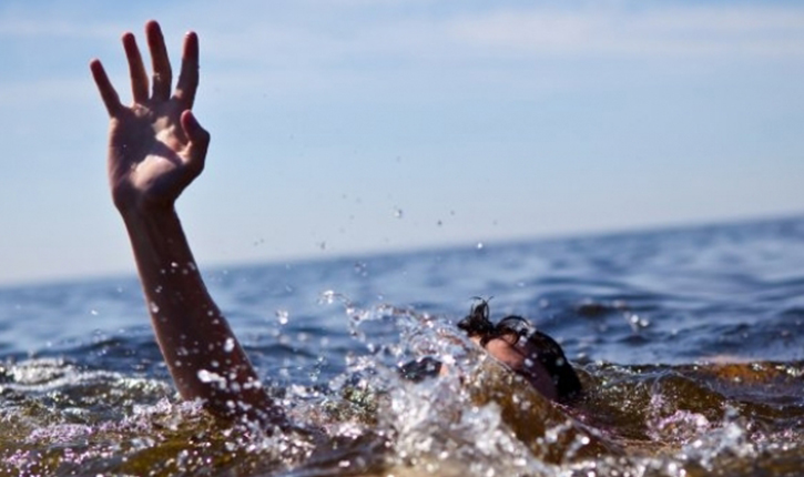 خليجي يطلق زوجته بعد السباحة بسبب ؟!!