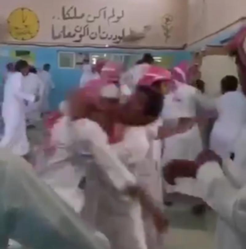 فيديو و صور .. مدرسة ثانوية تتحول لحلبة مصارعة والإصابات والموقوفين بالجملة