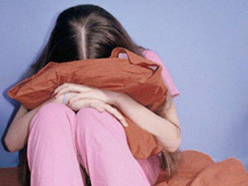 التفاصيل الكاملة لمواطن استدرج ابنة جاره القاصر وأغتصبها عدة مرات