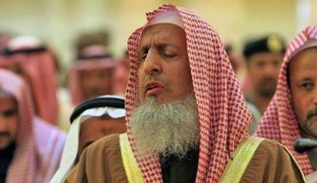 """مفتي المملكة يدين ما تفوه به """"ابن فروة"""".. ويطالب الشؤون الإسلامية بإصلاح أمثاله من الخطباء أو عزله"""