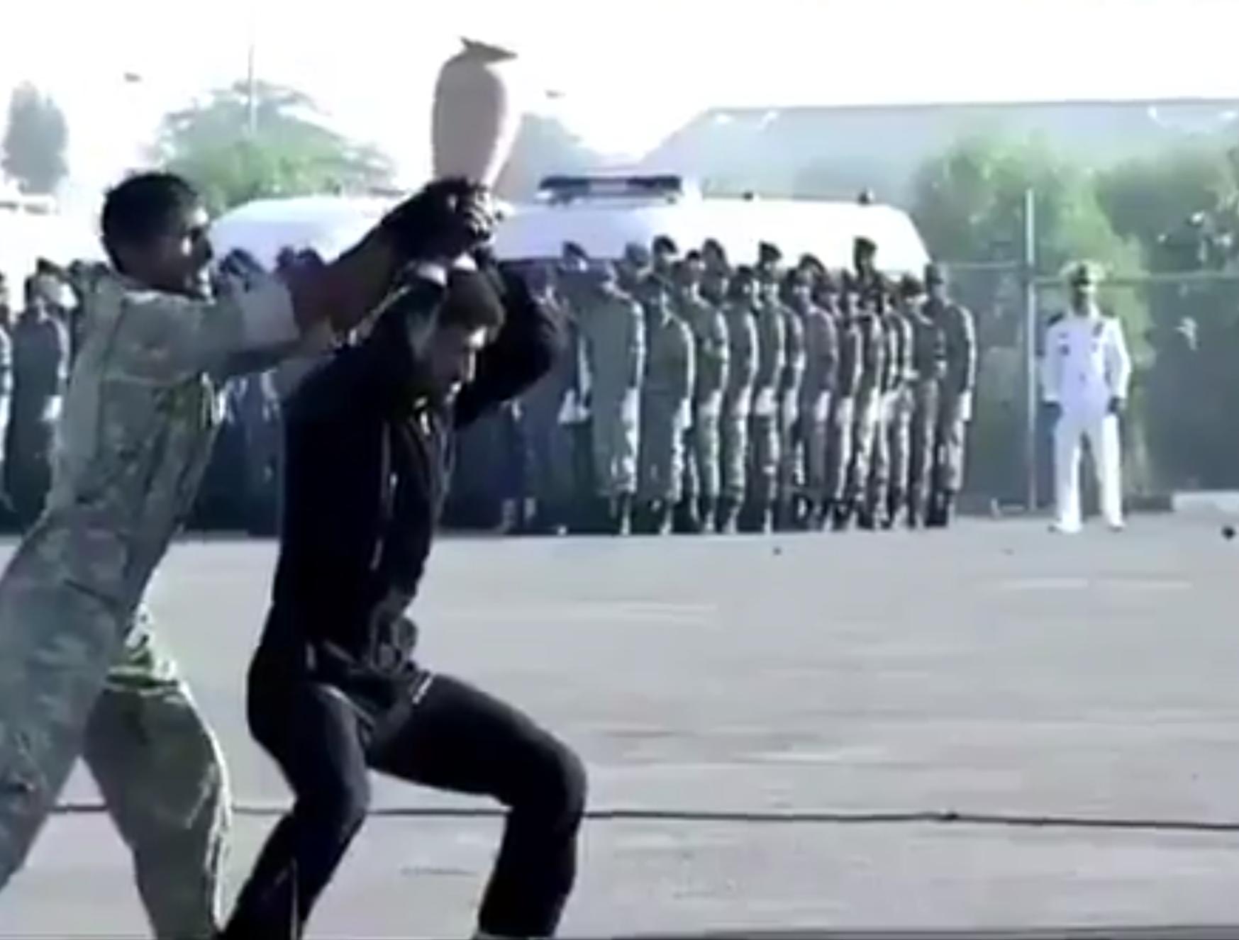 فيديو استعراض مرعب للقوات الخاصة الإيرانية ههههههخخ