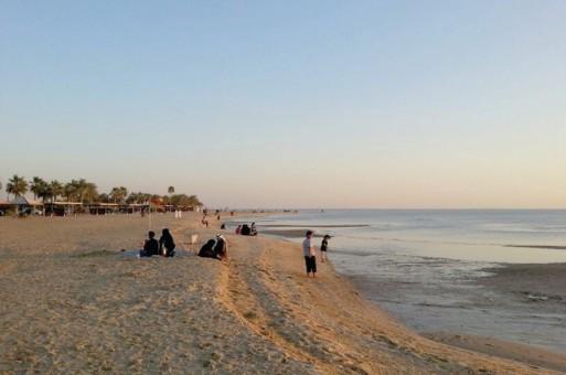 زواج حديث ينتهي بالطلاق على شاطئ البحر والسبب اتصال غريب