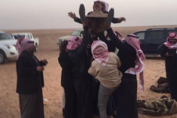 صور: سعودي يضرب أروع مثل في التضحية والوفاء لصديقه#شكراً_محمد_شاهي_الرويلي
