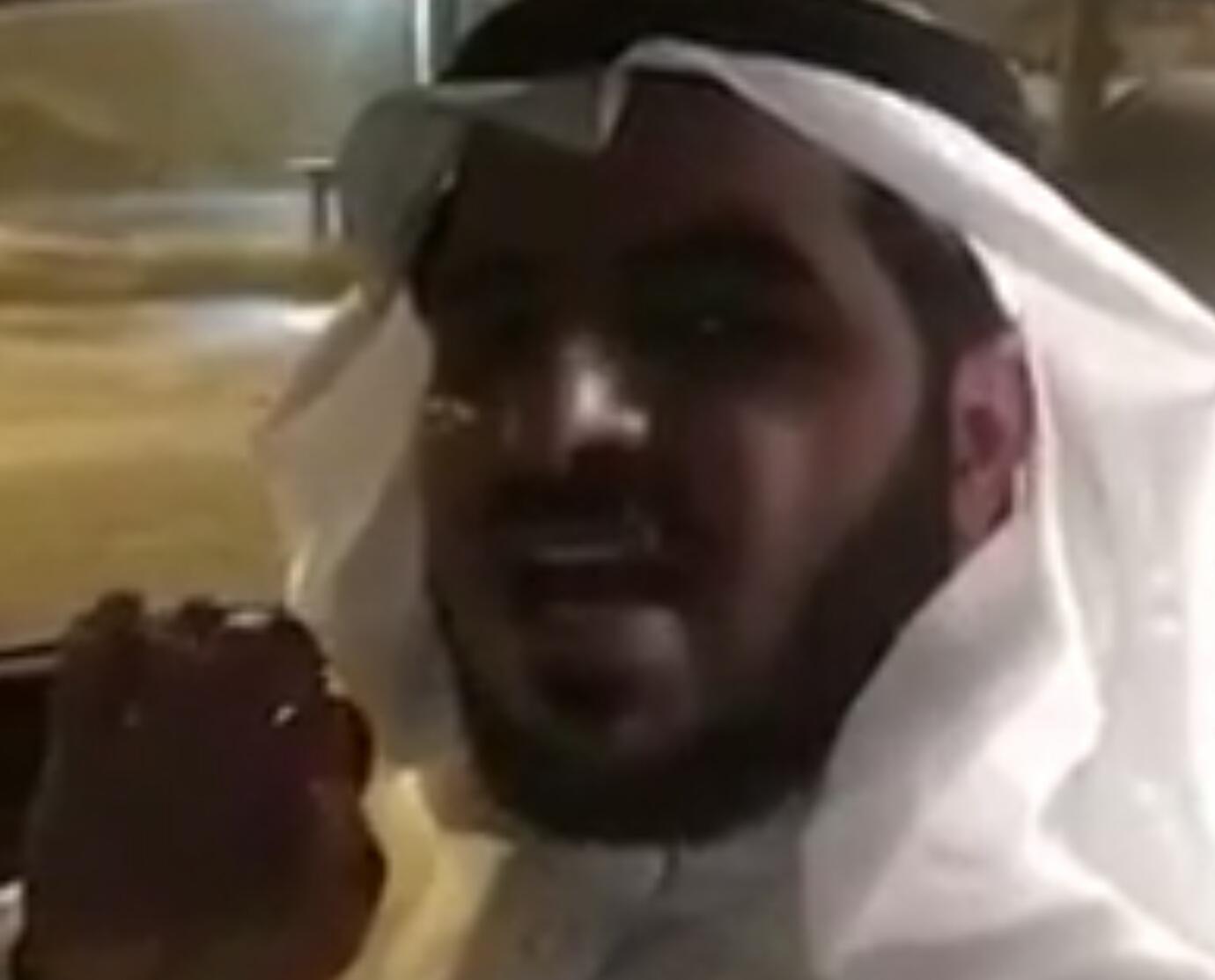 بالفيديو يعاكس عند مدرسة بنات وصادته الهيئة شوفوا وش لقوا معه