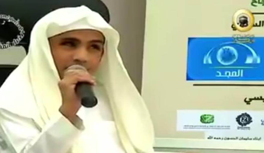 شاهدالشيخ: عبدالرحمن السديس يقبّل رأس الطالب: جهاد المالكي