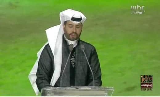 شاهد ردة فعل الأمير سلطان بن سلمان بعدما أخطأ مذيع في اسم راعي تدشين حفل سوق عكاظ