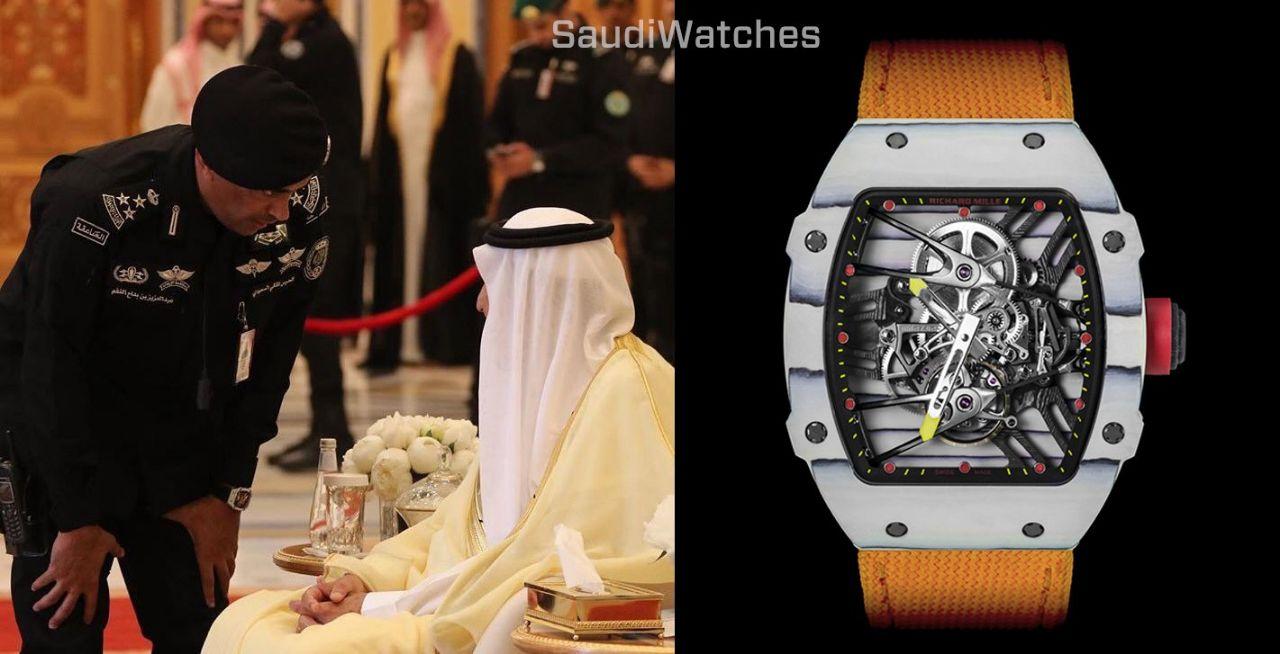 تعرف على نوع الساعة الفارهة جداً التي يرتديها الحارس الشخصي للملك سلمان