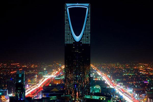 شاهد: مواطن محظوظ تتكفل شركات بإهدائه شقة وتأثيثها مجاناً بعد تذمره في تويتر من الأسعار شمال الرياض
