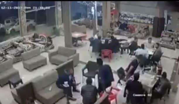 شاهد.. لحظة فرار جماعي من مقهى أثناء وقوع زلزال العراق