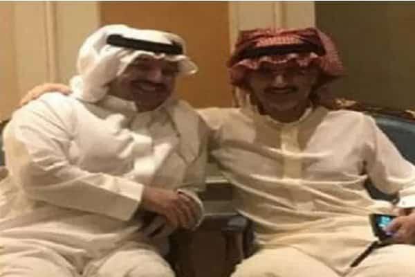 بالصور .. هذا أول من قابله الوليد بن طلال بعد خروجه من الريتز