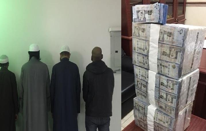بالصور.. شرطة الرياض تحبط أكبر عملية نصب واحتيال بين تجار الدولارات والعملات المزيفة