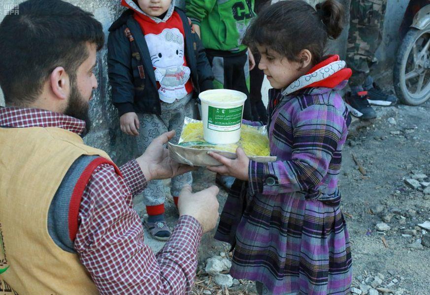 بالصور.. مركز الملك سلمان للإغاثة يقدم مساعدات إغاثية عاجلة في الغوطة الشرقية