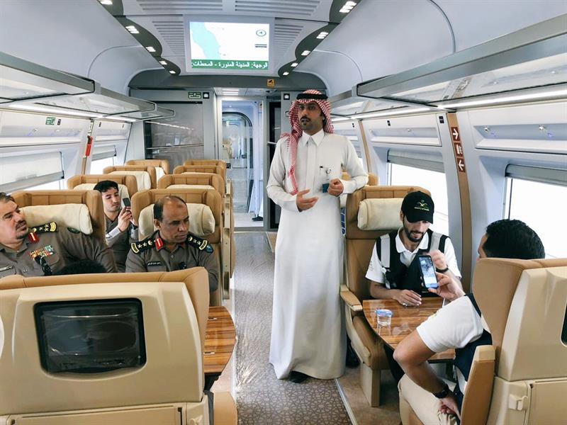 بالصور.. رحلة تجريبية لقطار الحرمين لكامل المسار بين مكة والمدينة استعداداً للتشغيل التجاري