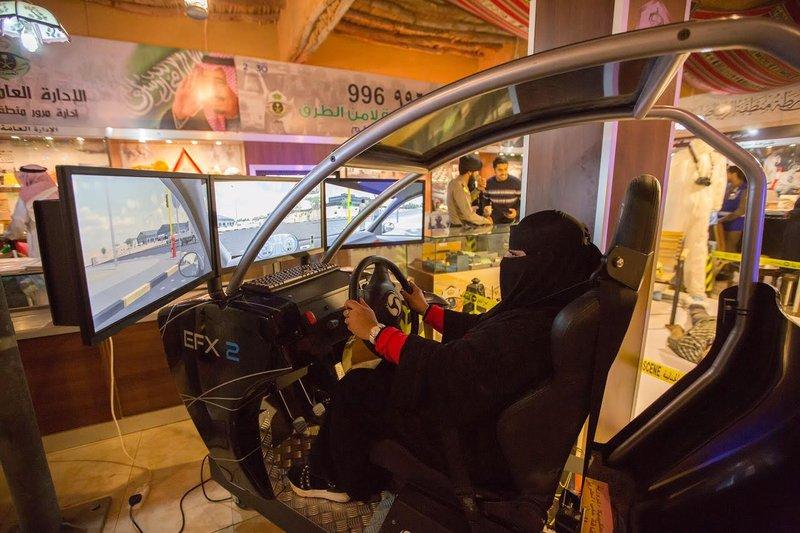 شاهد.. كيف تعلمت السعوديات قيادة السيارة في الجنادرية