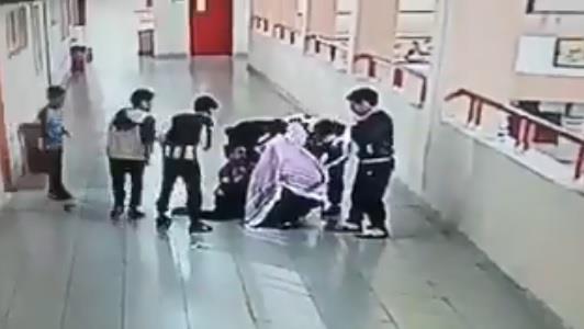 بالفيديو والصور.. تكريم معلم تبوك الذي أنقذ أحد طلابه.. والمعلم يروي تفاصيل الواقعة