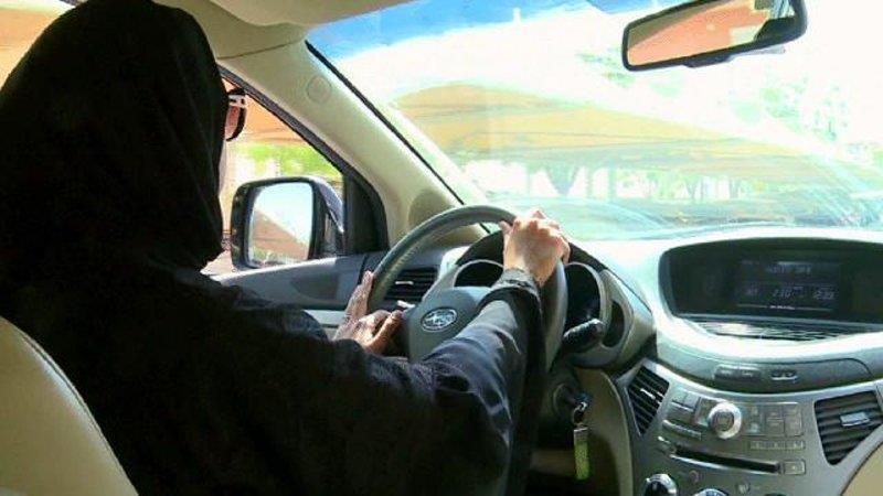 هذه عدد النساء المتوقع اللاتي سيقدن السيارات بالمملكة.. ونمو سوق السيارات بعد تطبيق قرار القيادة