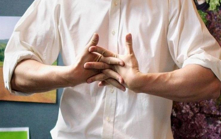 لماذا تُصدر أصابعنا أصوات عند طقطقتها ؟