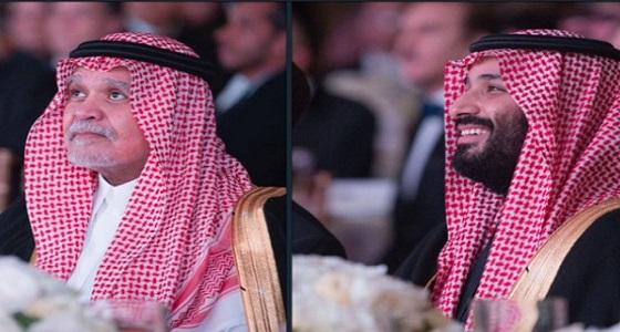 ظهور ذئب السياسة السعودية بجانب ولي العهد يربك الحسابات ويثير التكهنات