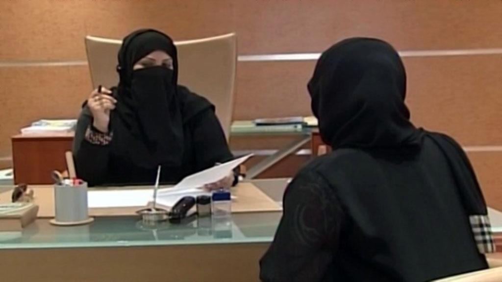 """مطالبات في """"الشورى"""" بتوفير تأمين للقضاة وزيادة عدد المحاميات"""