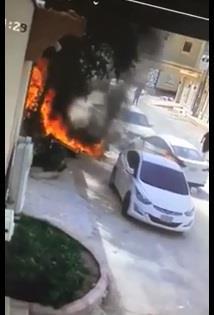 شاهد.. شاب يتدخل ويبعد سيارة كادت أن تحترق إثر حريق نشب بأحد المنازل في الخرج