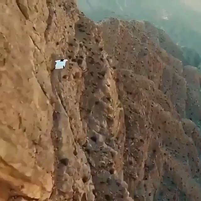شاهد.. قفزة رائعة من جبال تهامة قحطان