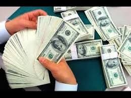 أشخاص يجنون ملايين الدولارات بطرق غريبة