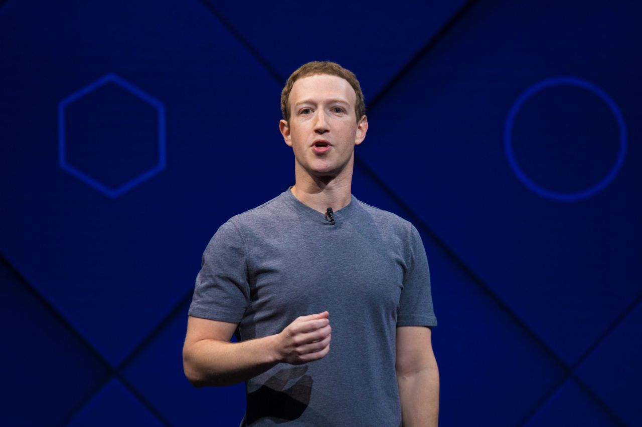 """بعد أيام على فضيحة """"الاختراق"""" .. مؤسس فيسبوك يخرج عن صمته"""