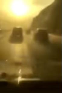 بالفيديو.. سائق يوثق تعرضه لحادث  بطريق سريع بسبب سرعته الزائدة في الأمطار