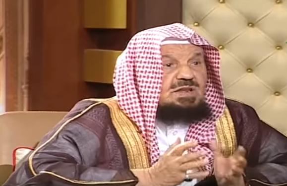 شاهد.. ماذا قال الشيخ المنيع عن حكم زيارة النساء للقبور؟