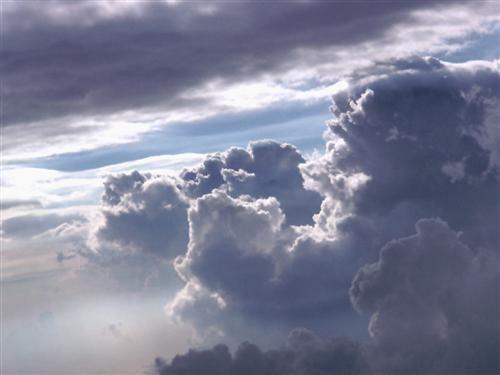 """توقعات بتكون سحب رعدية ممطرة خلال 10 أيام قادمة بسبب ظاهرة """"سحب الحمل الحراري"""""""