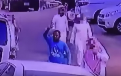 بالفيديو.. عصابة تسرق المصلين أمام المساجد بطريقة احترافية