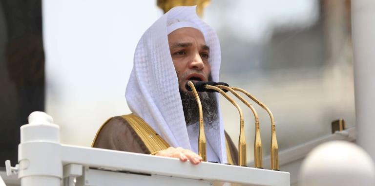 إمام الحرم: الاختيار من فتاوى العلماء وآراء المفتين حسب الهوى يُعد إفساداً في الدين