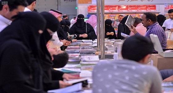 """مشادة بين مواطن وزوجته بمعرض الكتاب بسبب """" كتاب """""""