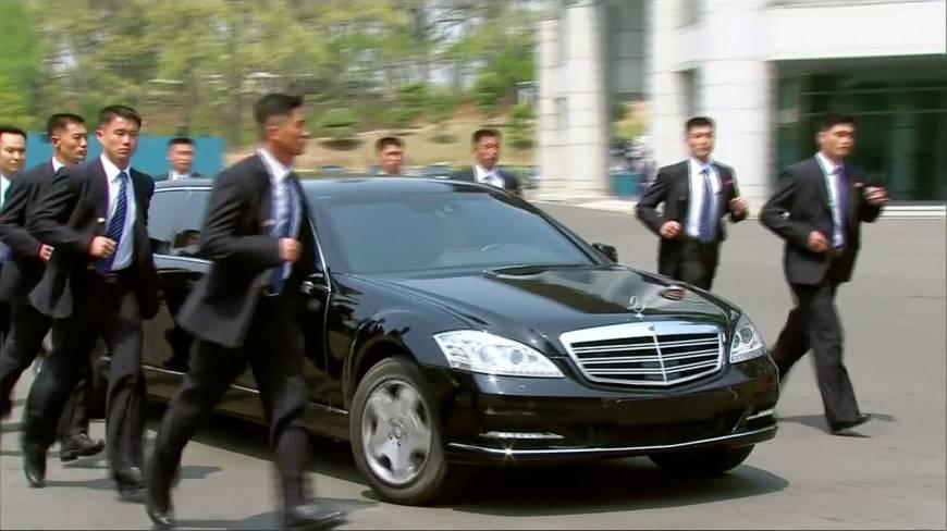 بالفيديو.. لماذا ركض حراس زعيم كوريا الشمالية بجوار سيارته