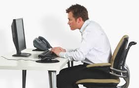 تحذير.. الجلوس لساعات طويلة يسبب هذه الأعراض الخطيرة