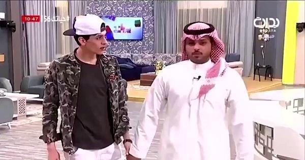 بالفيديو .. قناة بداية تبلغ أحد متسابقيها بوفاة والده على الهواء !