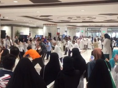 """"""" الملك فيصل التخصصي """" يكشف حقيقة فيديو رقص ممارسين صحيين بالمستشفى"""