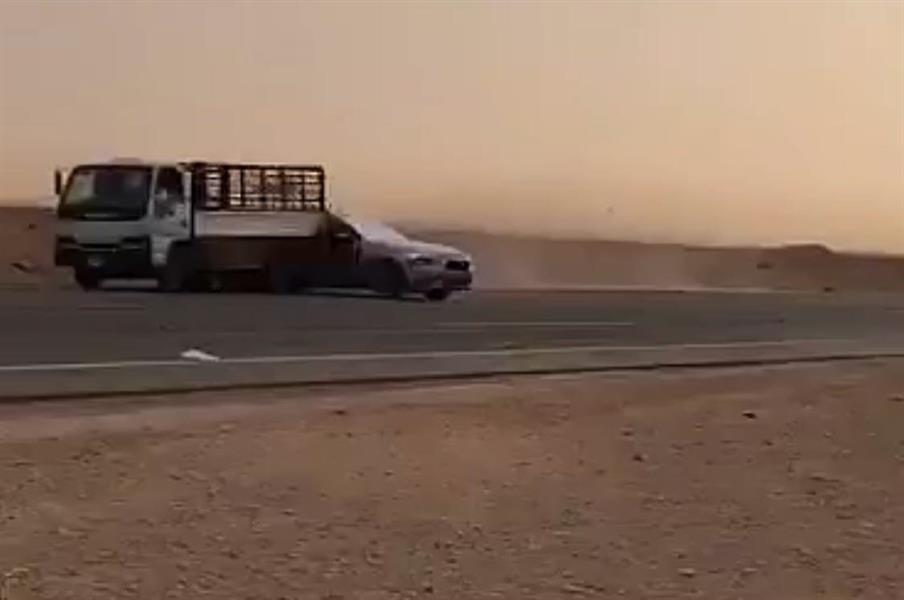 """""""مرور الرياض"""" يلقي القبض على """"المفحط"""" المتهور الذي تسبّب في حادث تصادم مروّع شمال العاصمة (صور)"""